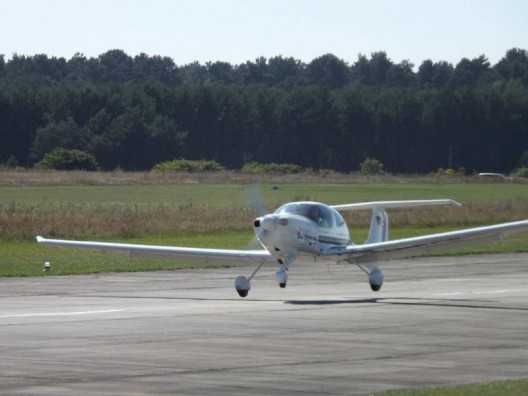 Diamond DA-40 TDI lifts off, the only diesel-powered aircraft in the contest