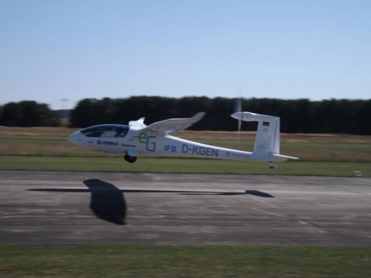 e-Genius on its way to an unofficial world distance record for electric aircraft