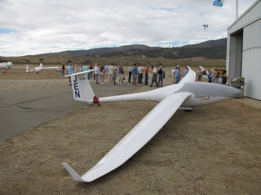 Silent Electro, with FES power system under cover at the 2013 Experimental Soaring Association Western Workshop
