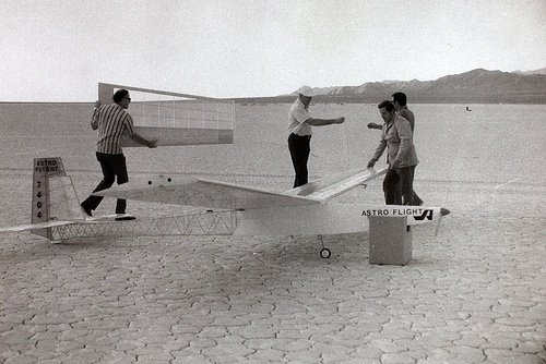 Roland Boucher and friends assembling Sunrise I in 1974