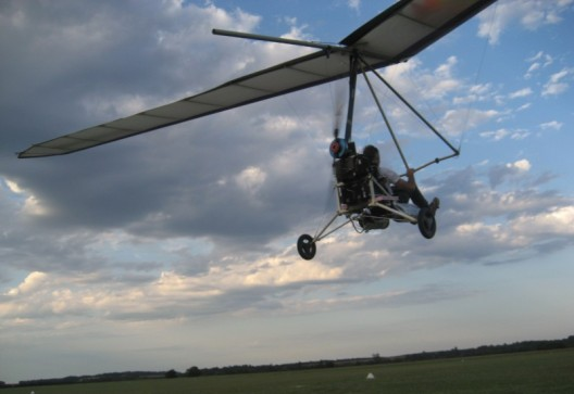 Gerard Thevenot flying La Mouette trike with five fuel cells driving Eck/Geiger motor, two hydrogen tanks feeding fuel cells