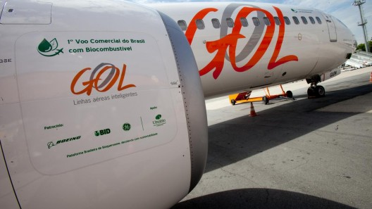 Early biofuel test flights on GOL Embraer E-190