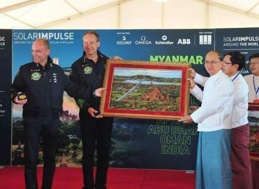 Bertrand Piccard and Andre' Borschberg receive gift from Myanmar president U Sein Thein