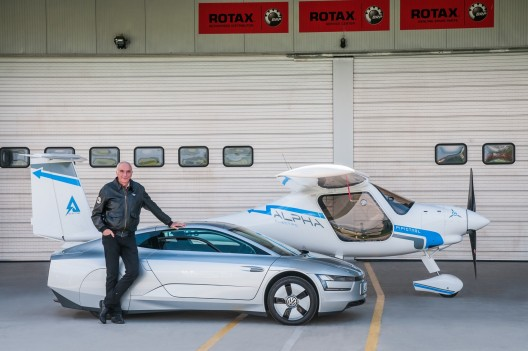 Ivo Boscarol with Volkswagen XL-1 and Pipistrel Alpha Electro in publicity shot