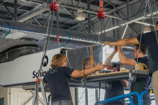 Removing battery pack from SI2 gondola